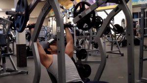 Ejercicios de hombro para hacer en el gimnasio