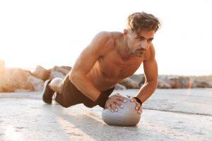 Los 12 mejores ejercicios del balón medicinal para principiantes